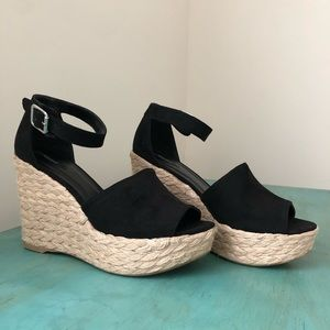 Black wedges (new without tags)